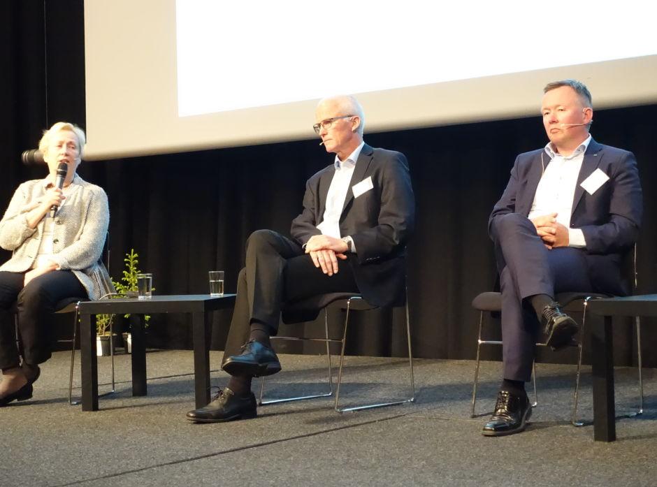 Tydelig sofasamtale. Fra venstre: Eli Moen (professor BI), Olav Fjell (styreleder Moelven ASA og Olav A. Veum (styreleder Norges Skogeierforbund).