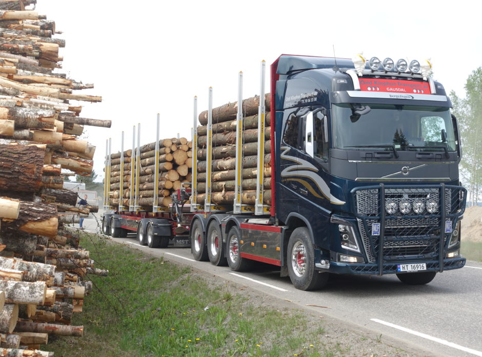 Dette vogntoget er lastet til 60 tonn, og det kjører altså med det som defineres som fullt lass i Norge (illustrasjonsbilde).