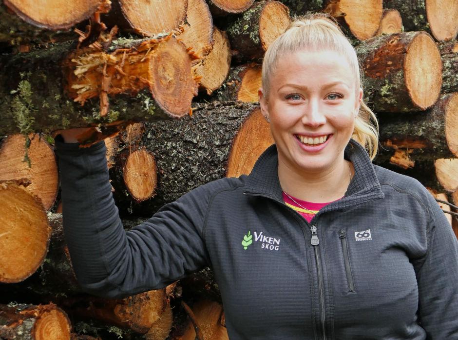 Jenter skal være jenter - også i skogbruket, mener Mari Meisingset. Hun jobber som skogbruksleder i Viken Skog.
