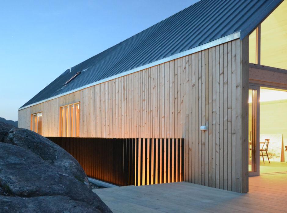Bolighuset Vassteigen i Bergen, tegnet av Opaform Arkitekter, har fått fasade av ren, ubehandlet malmfuru.