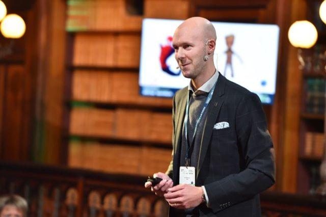 Karl Håkansson i RISE fikk nylig en utmerkelse for sin forskning på nanocellulose. Foto: RISE