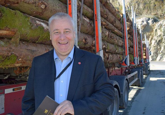 – Jeg har stor interesse for samferdsel – noe som også er viktig for skognæringa, sier Hoksrud om sin nye rolle som skogbruksminister.