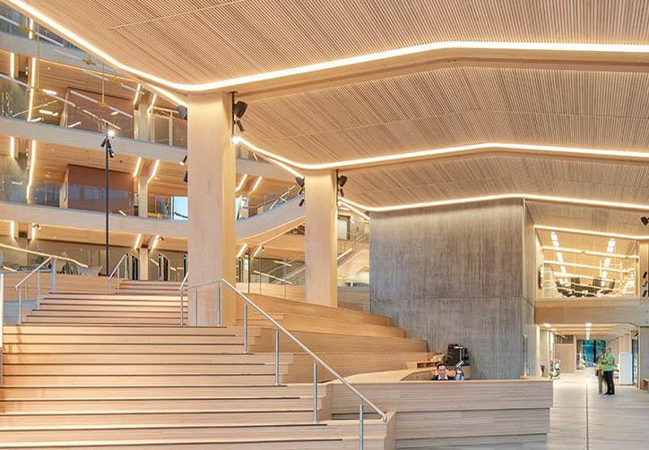 I 2019 åpnet Finansparken i Stavanger med bærekonstruksjoner, himlinger og innredningsløsninger levert av Moelven. Foto: Sindre Ellingsen