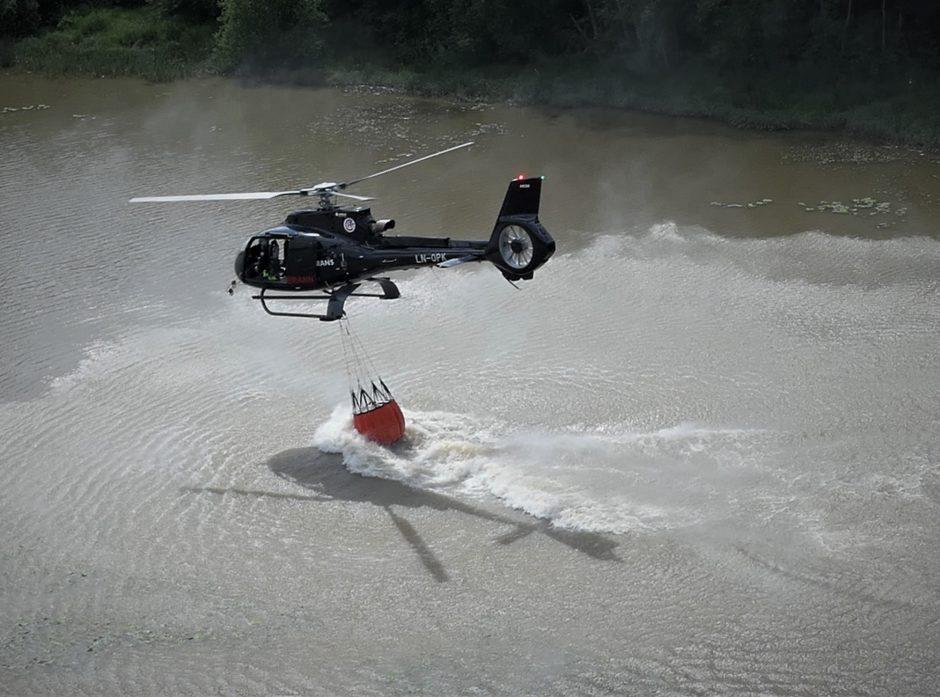 1 3000 liter vann hentes fra elva.