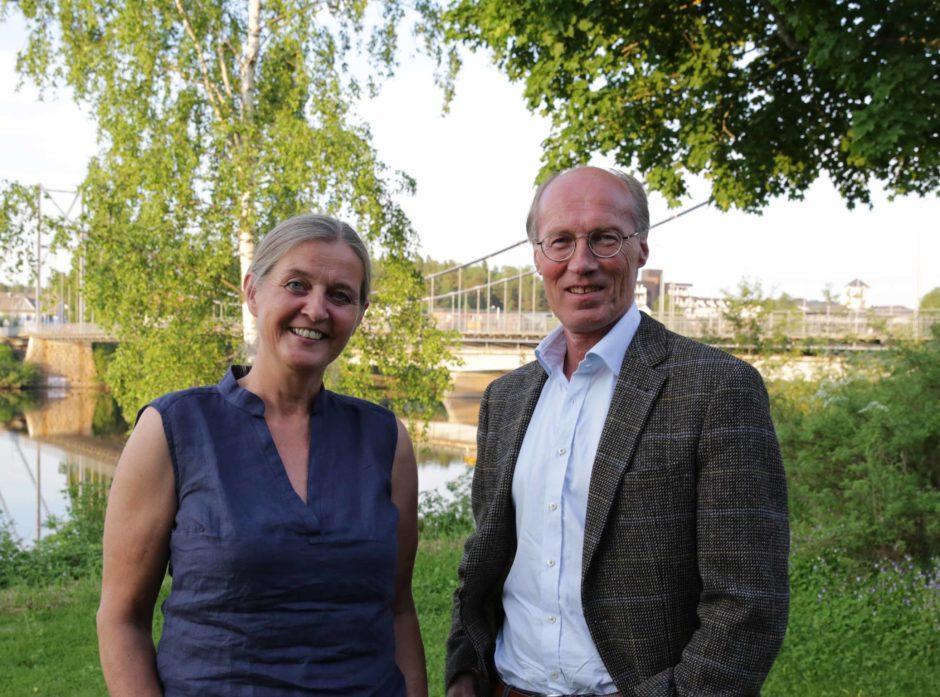 Påtroppende styreleder Heidi Hemstad sammen med avtroppende leder Terje Uggen etter vel gjennomført årsmøte.